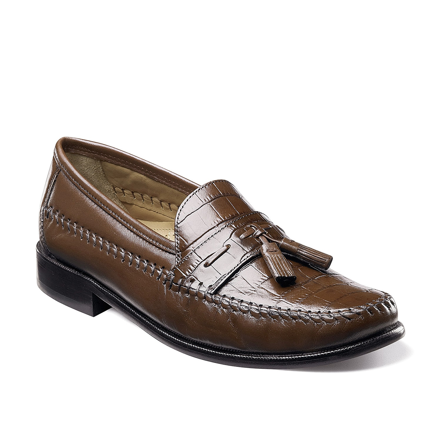 The Pisa loafer from Florsheim features a smooth embossed upper with classic moccasin construction to keep your dress looks on point.