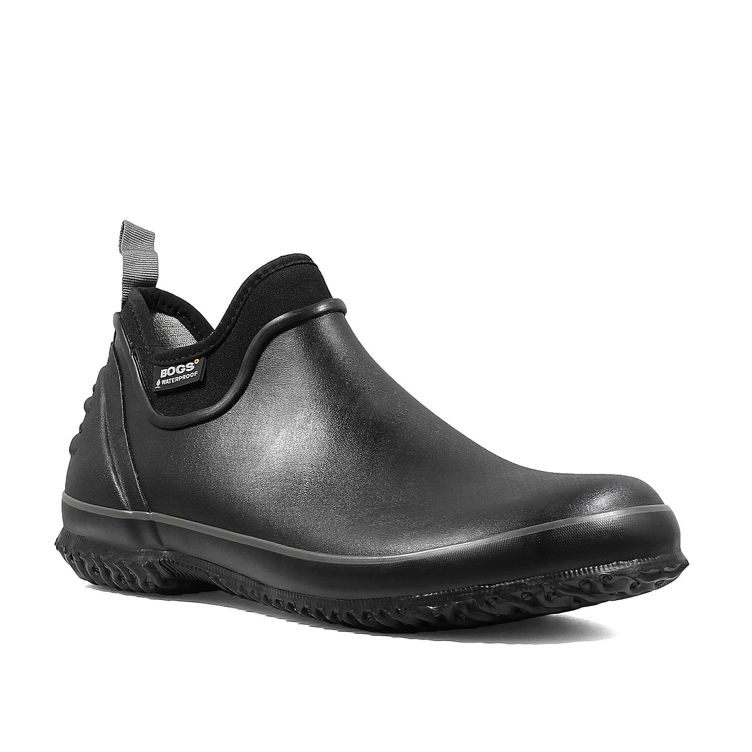 Don\\\'t be afraid of getting wet in the Urban Farmer water shoe from Bogs. This waterproof pair featuresDuraFresh natural bio-technology to fight odors with Max-Wick and EverDry to evaporate sweat and keep feet dry.