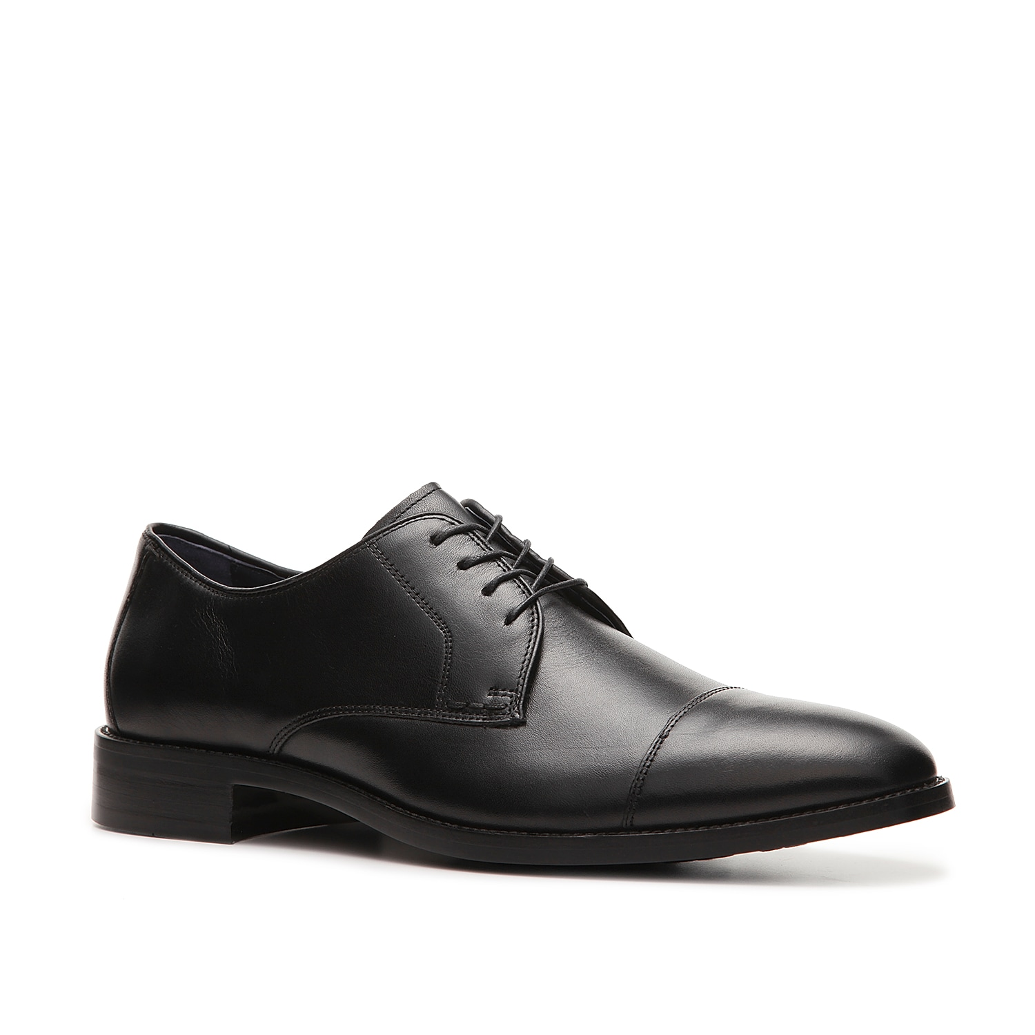 A true classic that will never go out of style is what you get with the Lenox Hill oxford from Cole Haan! This cap toe leather oxford is ready for the boardroom or a night out on the town and will keep you comfortable with Grand Osâ® technology which features a dual compound cushioning system!