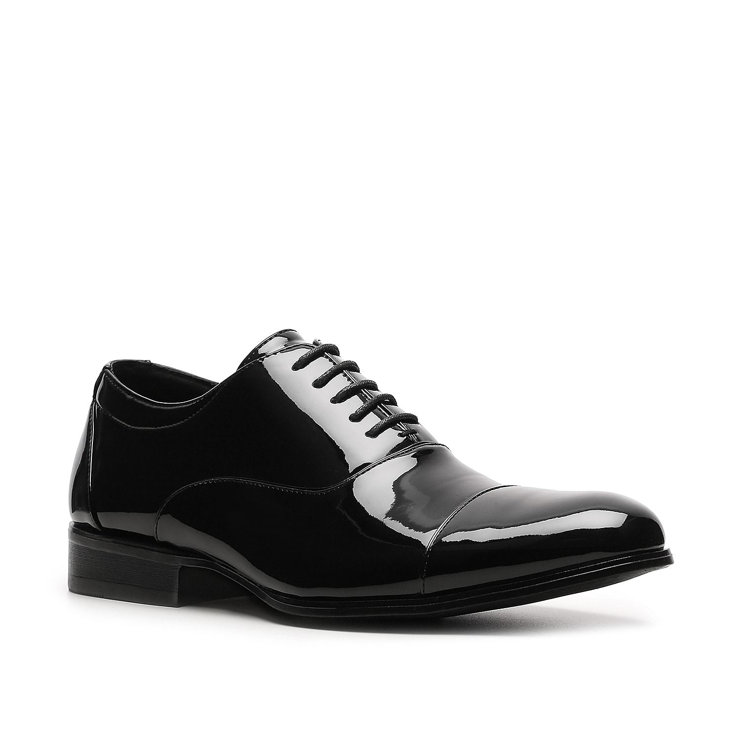 Dress up and stand out in extreme comfort when you wear the Stacy Adams Gala oxford. This patent leather tuxedo shoe has a memory foam footbed for superior cushioning all night long.