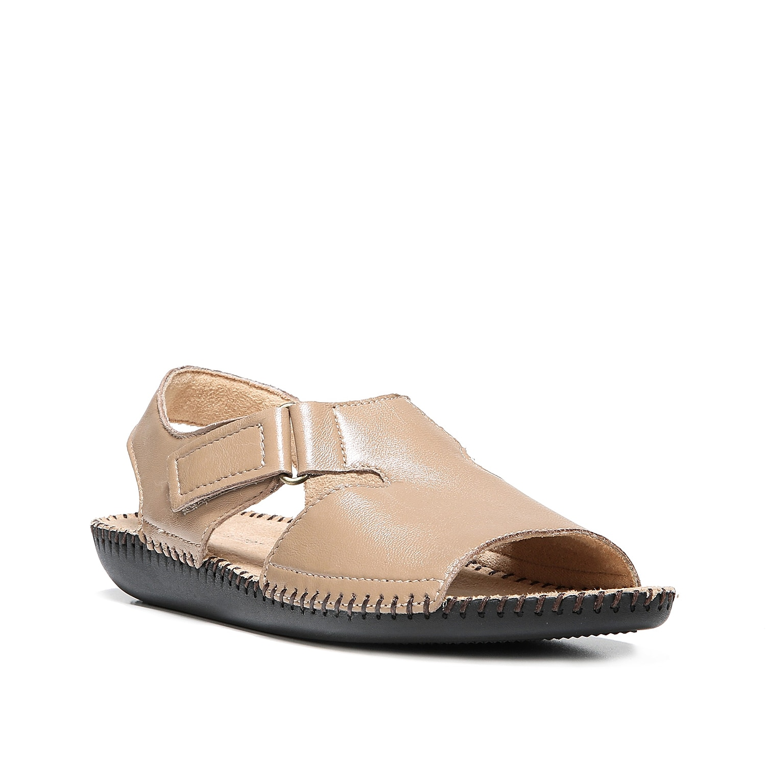 Look and feel your best in the Scout sandal from Naturalizer. With a smooth leather finish, this pair is sure to last.