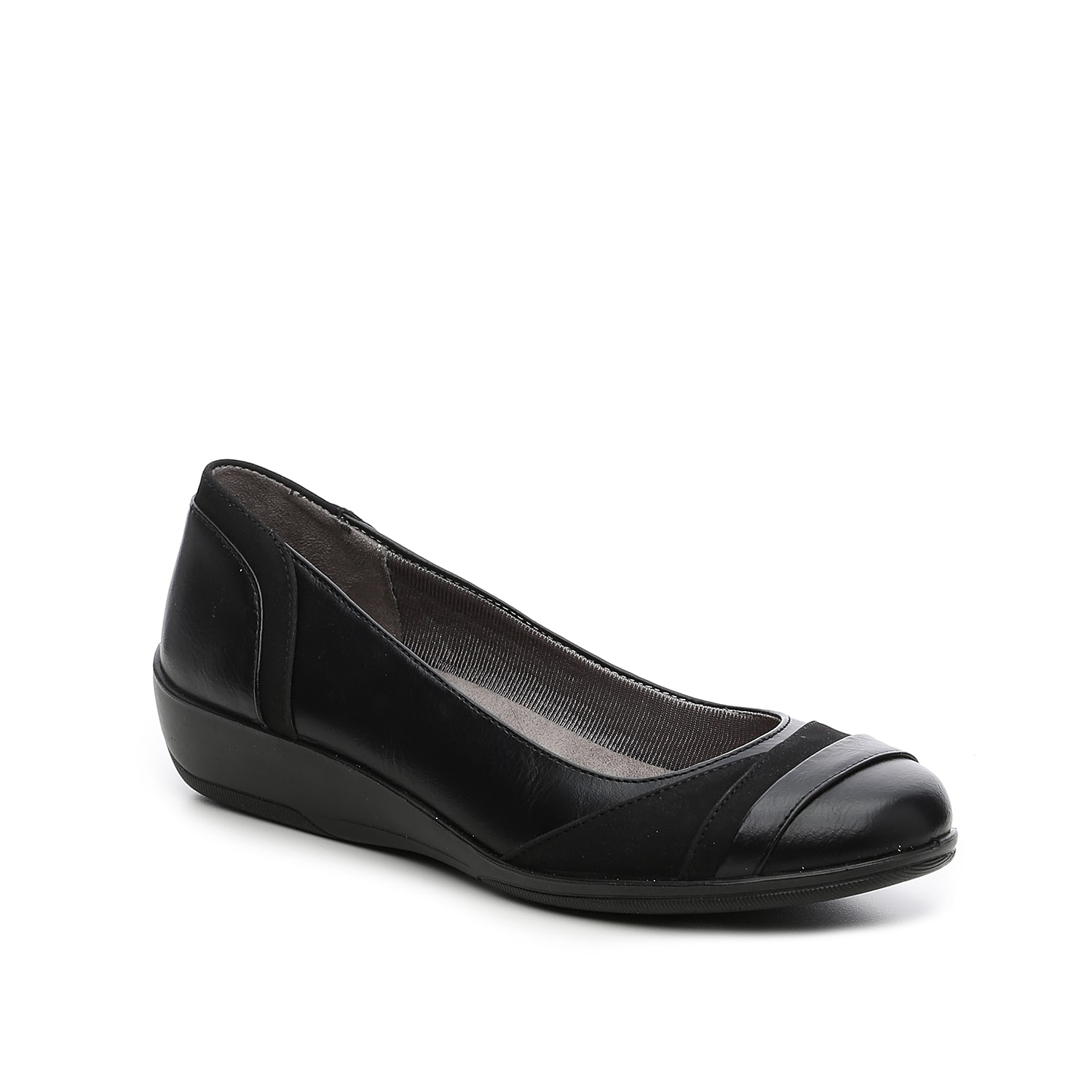 The Indeed flat fromLifeStride gives you endless comfort with a simple design. Slip on this low heeled wedge ballet and stand at the office all day long.