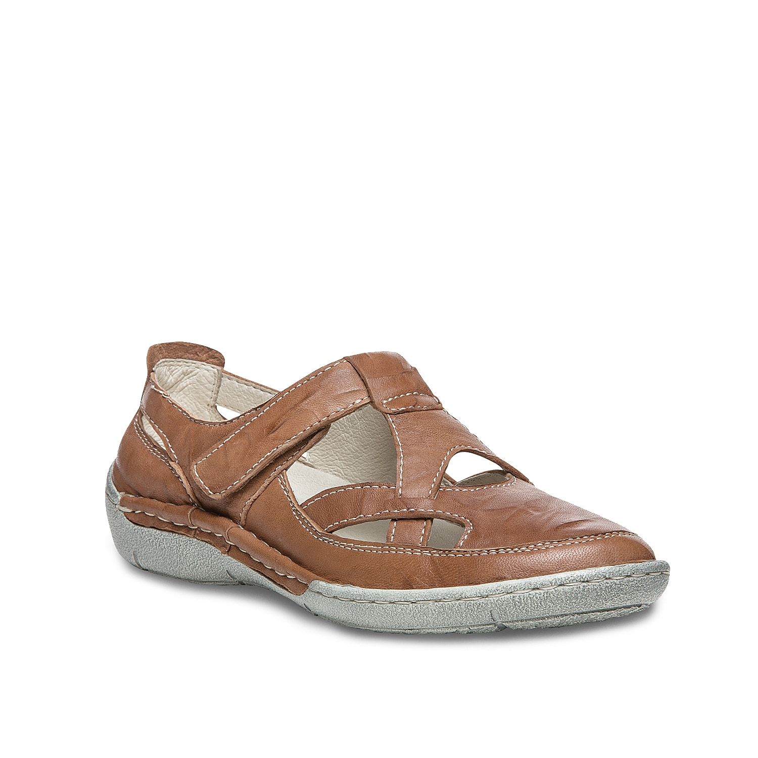 Be comfortable and cute all season long with the Caylee flats from Propet. A lightweight sole and leather lining provide flexibility and traction for your smoothest walk yet.