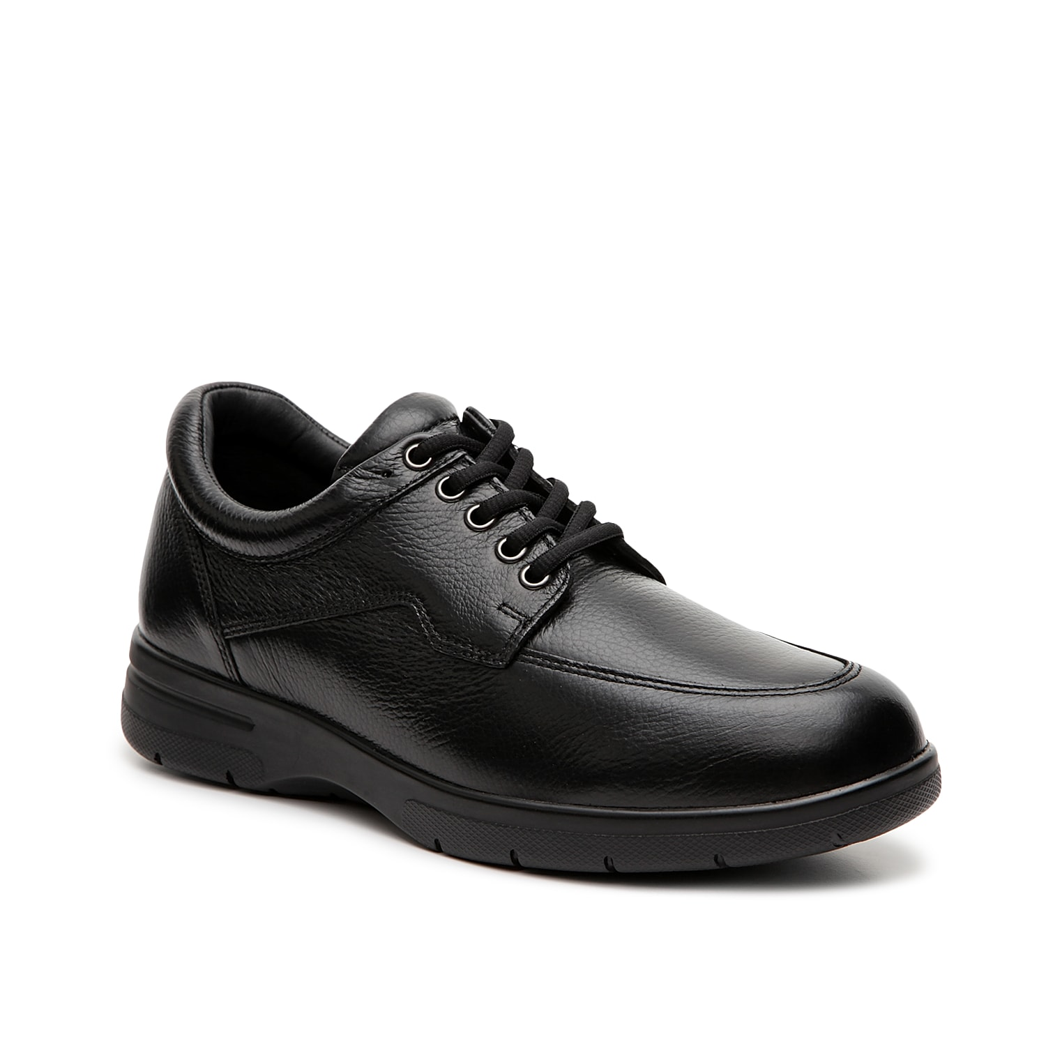 Look your best while staying comfy with the Walker II oxford from Drew. This pair is made fom supple leather that lasts and is finished with a removable cushioned insole for a custom fit.