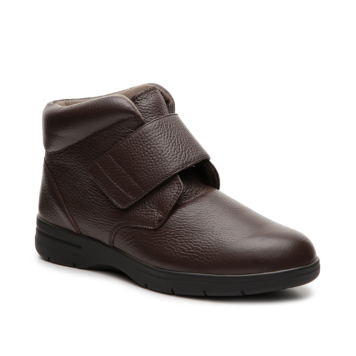 Feel at ease while wearing the Big Easy boot from Drew. The hook and loop strap closure provides a custom fit while the padded collar offers ankle support.