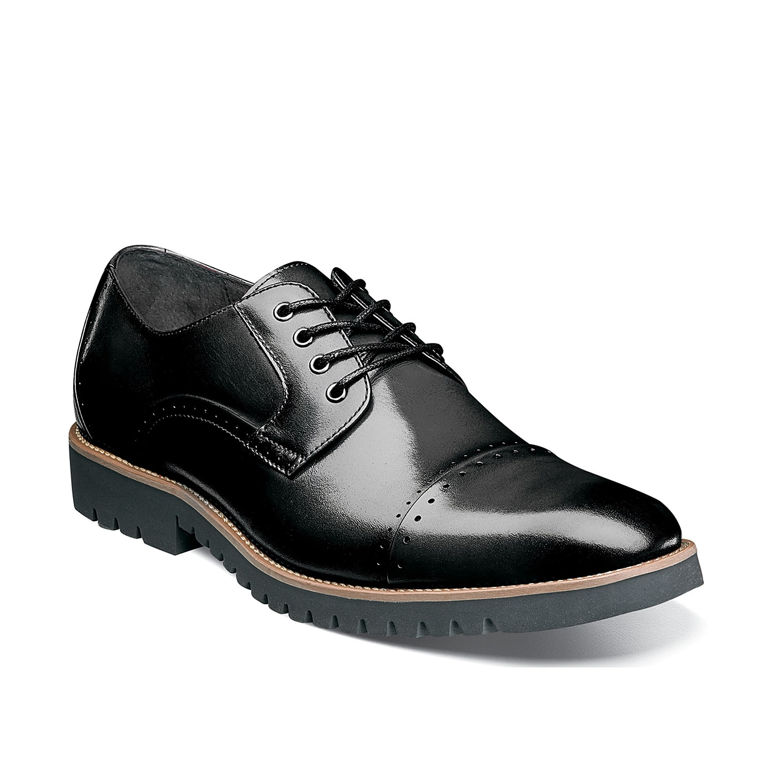 The Barcliff oxford from Stacy Adams is a quality pick for revamping your footwear collection. This dress shoe features leather patchwork panels and spotted brogue details that are accompanied by a lugged sole.
