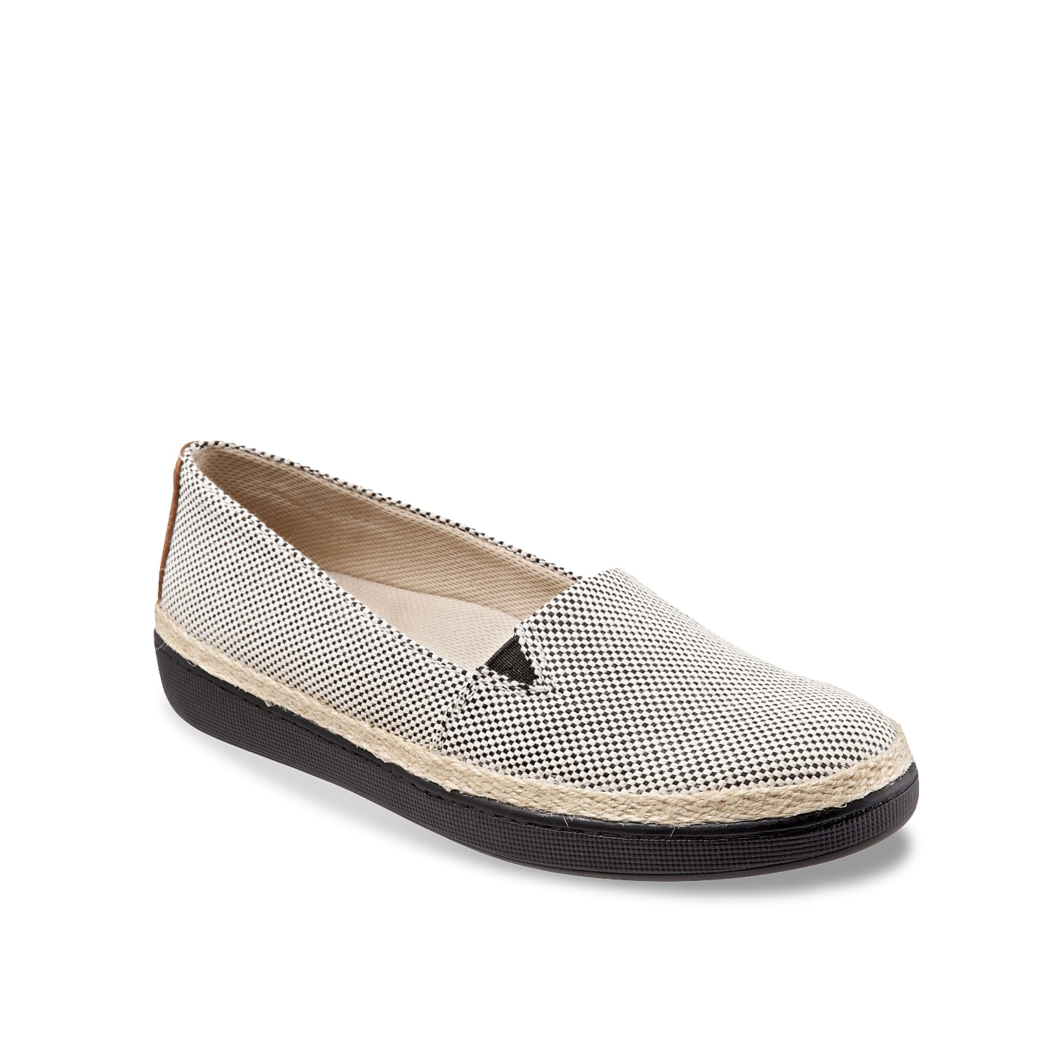 Slip into something a little more casual thanks to the Accent flat from Trotters. The cushioned footbed is enhanced with arch support to make these slip-ons your new go-to pick.