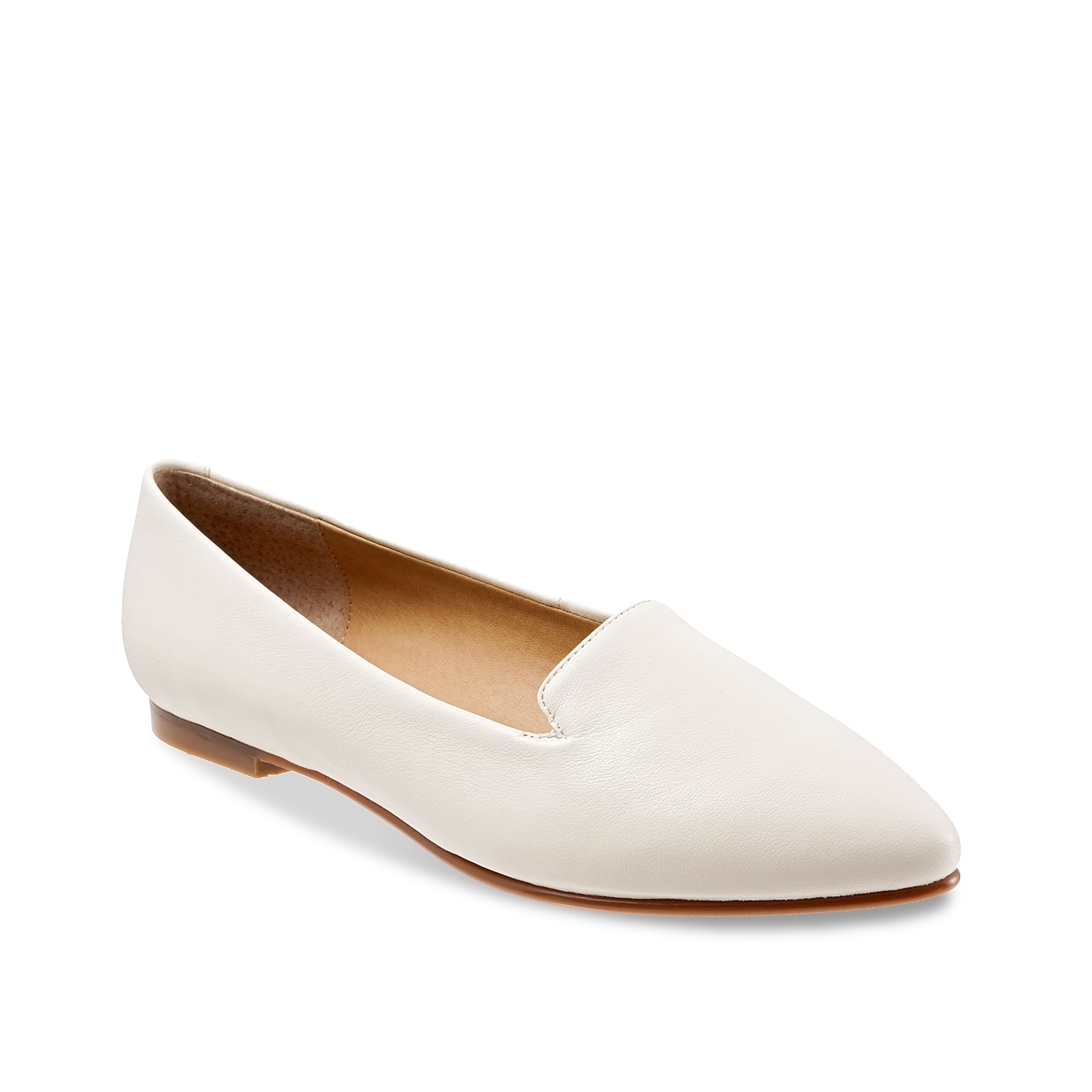 Get your feet pampered on the go by donning this Trotters Harlowe flat. This loafer is enhanced with a cushioned footbed for excellent comfort and pointed silhouette for a classic appeal.