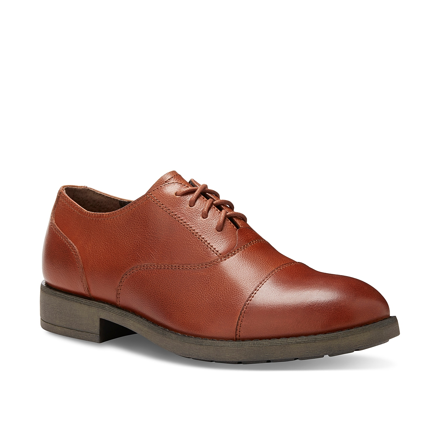 Go for simple sophistication with the Eastland Sierra lace-up oxford. This sleek-and-simple leather dress shoe will pair perfectly with dark wash jeans or tailored slacks.