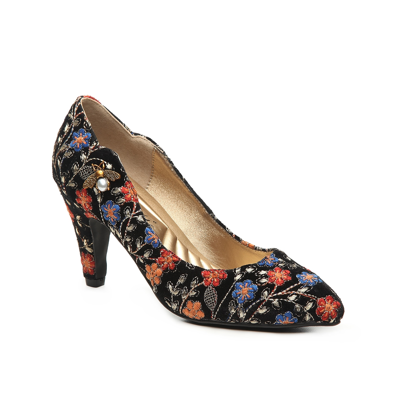 Add whimsical flair to your look with the Bea pump from Bellini. These heels feature a dainty bee embellishment for a charming finished for work or the weekend!