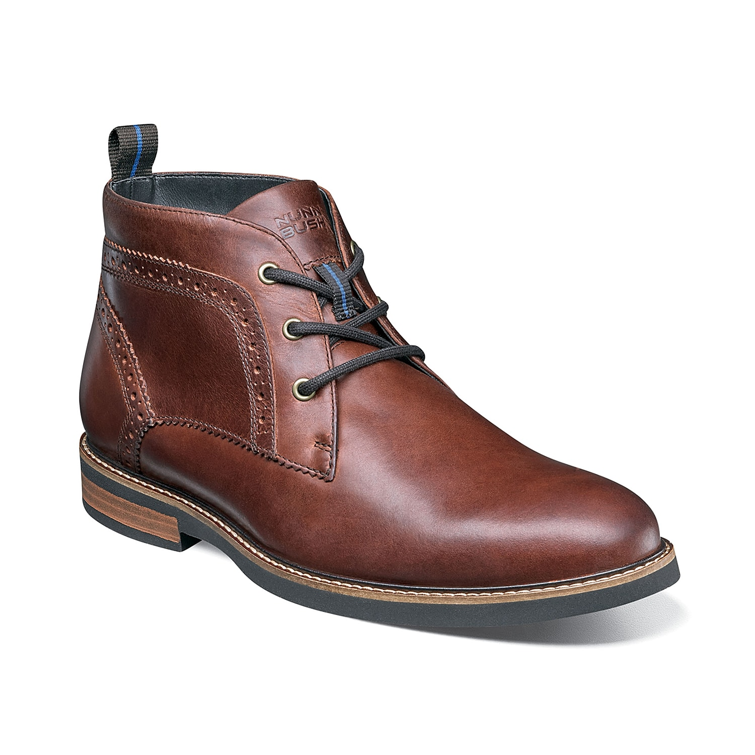 Perfect your look with the Ozark chukka boot from Nunn Bush. Enhanced with brogue-inspired details, this lace-up boot comes with a memory foam insole that delivers maximum comfort.