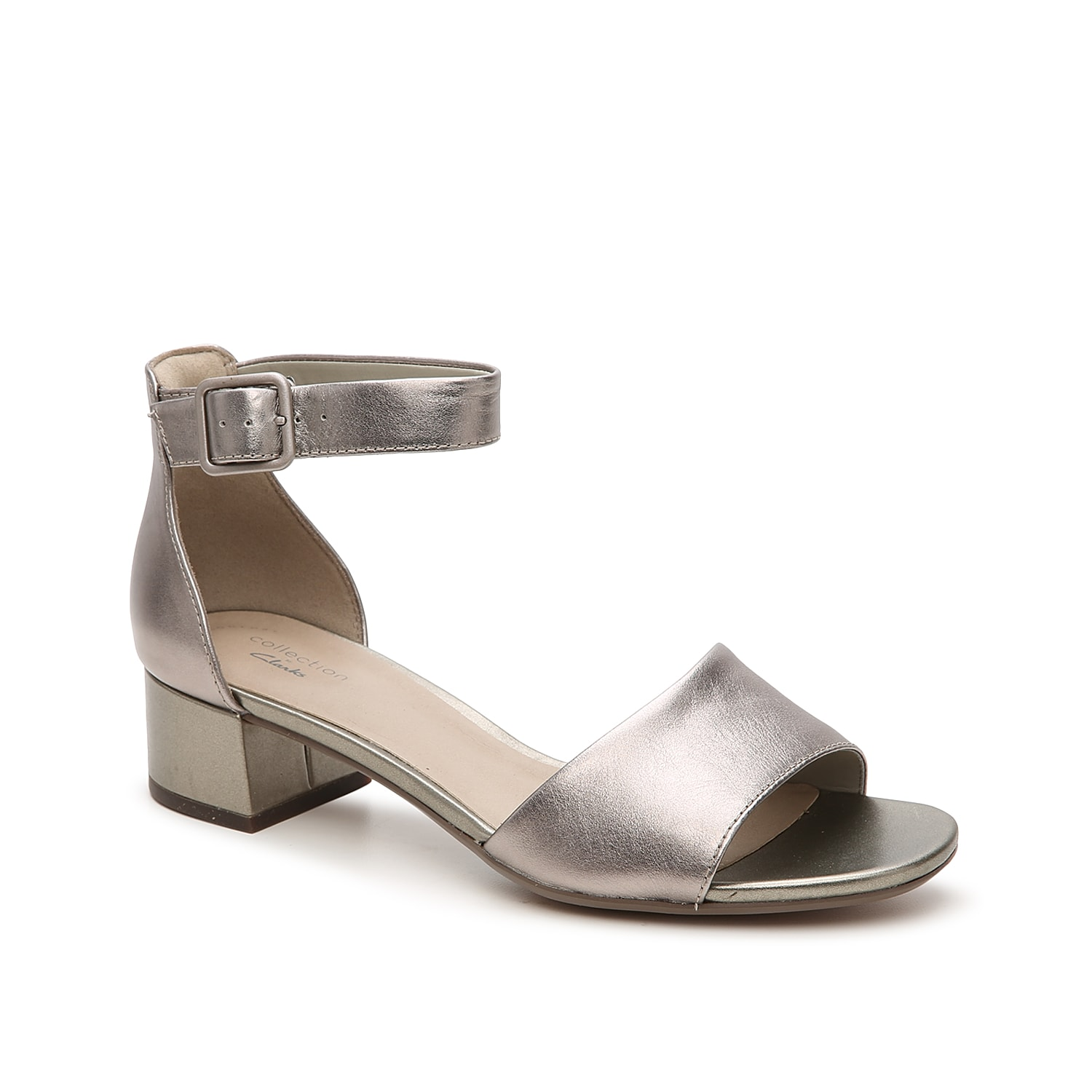 Dress up your ensemble with the Elisa Dedra sandal from Clarks. This classic silhouette is fashioned with a clean, leather profile and buckle accent that gives off a retro-inspired vibe!