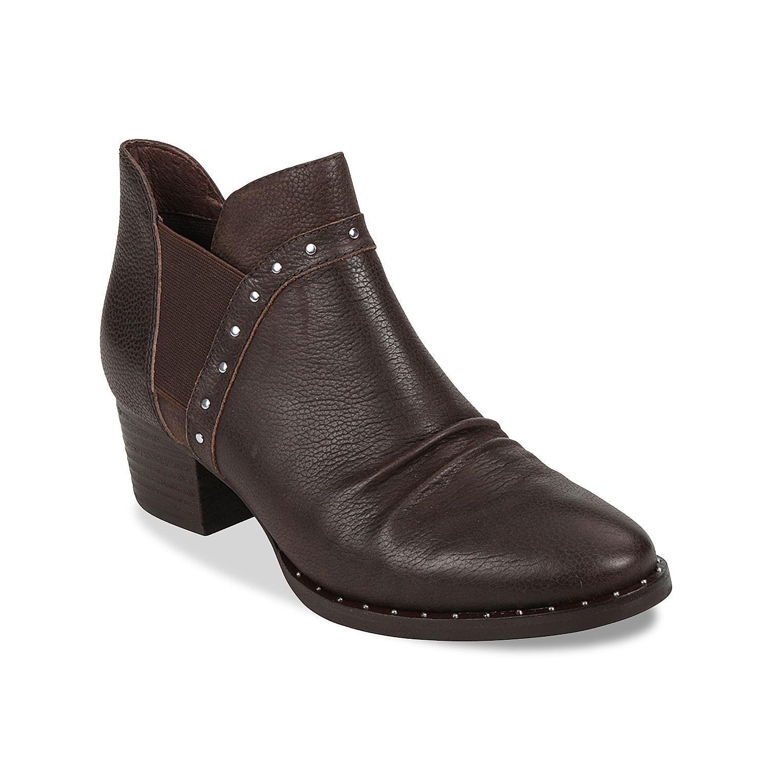 Give your shoe collection a modern look with the Delrio Chelsea boot from Earth. This leather pair is fashioned with dual side gores and stud accents.