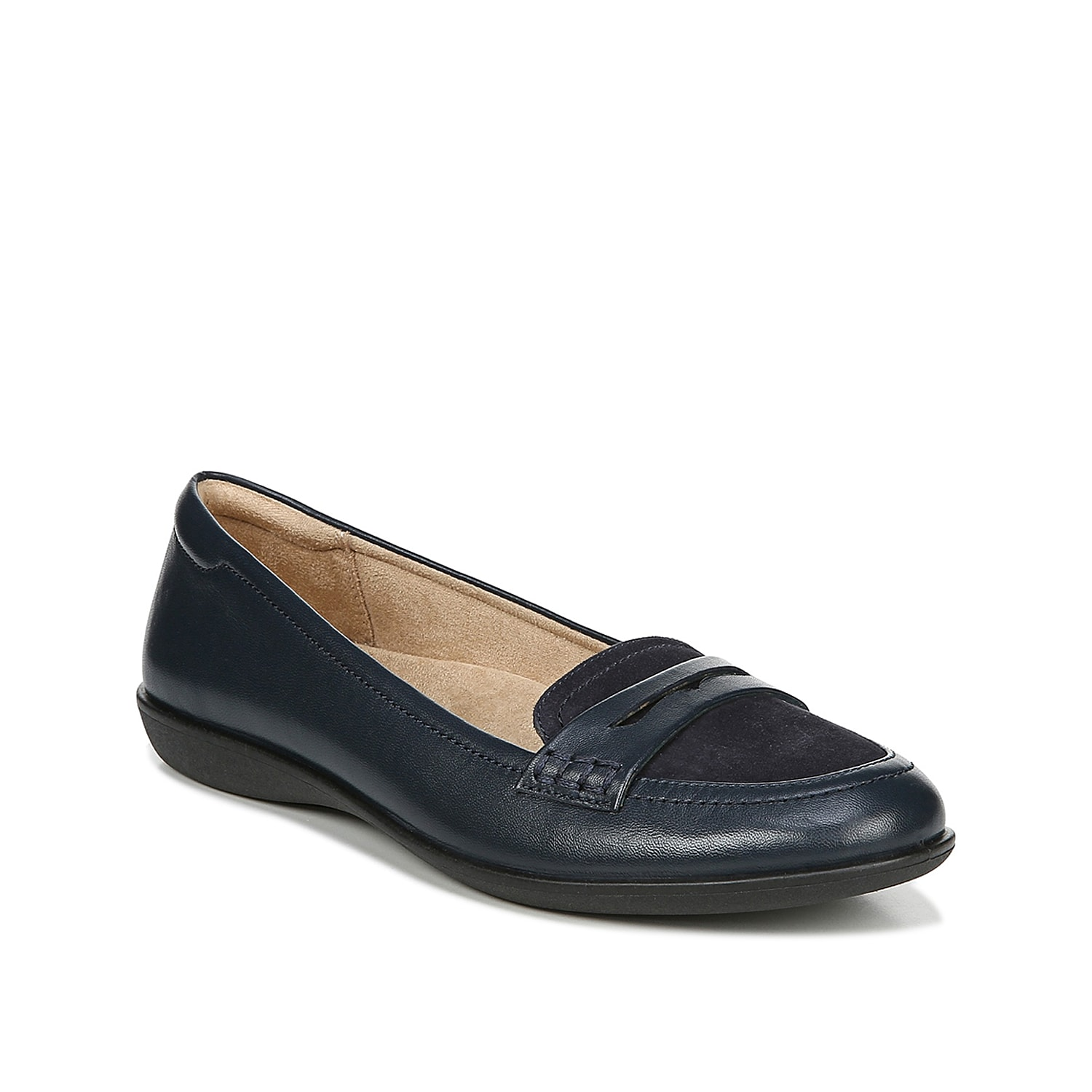 Naturalizer brings you the Finley loafer for daylong comfort. This slip-on is fashioned with leather and an N5 Contour footbed for lasting wear and durability.