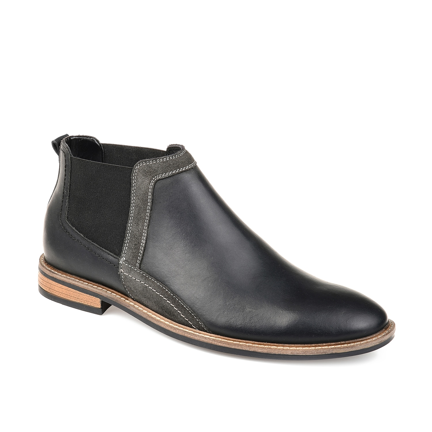 Refresh your shoe collection with the Beckham boot from Thomas & Vine. This leather pair features Chelsea-inspired styling and will complete your dapper wardrobe.