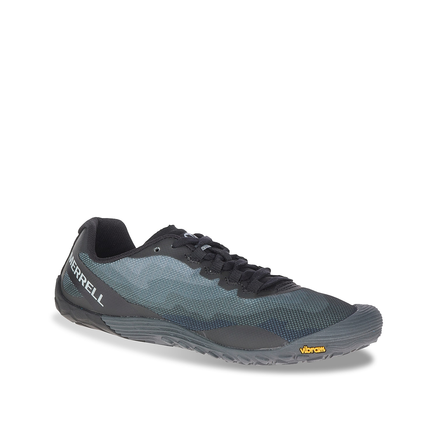 Experience maximum freedom with the Trail Glove 4 trail shoe from Merrell. This trainer features a Barefoot 2 design for increased underfoot connection while theVibram® Tc5+ sole adds stability to every step.