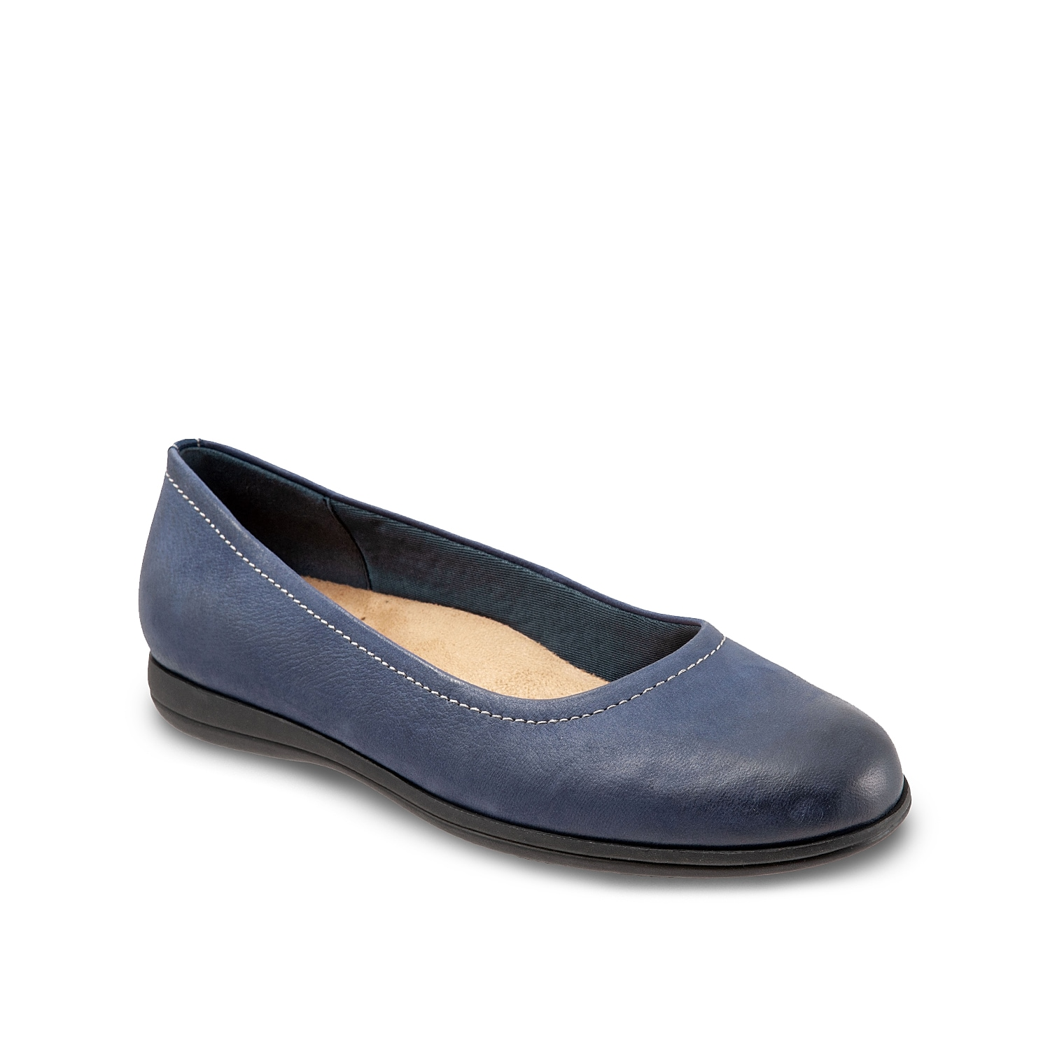 The Darcey flat from Trotters flaunts a versatile silhouette that is easy to pair with any outfit whether it be tailored or casual. A cushioned footbed with arch support and an antimicrobial lining add a comfortable upgrade to this leather slip-on.