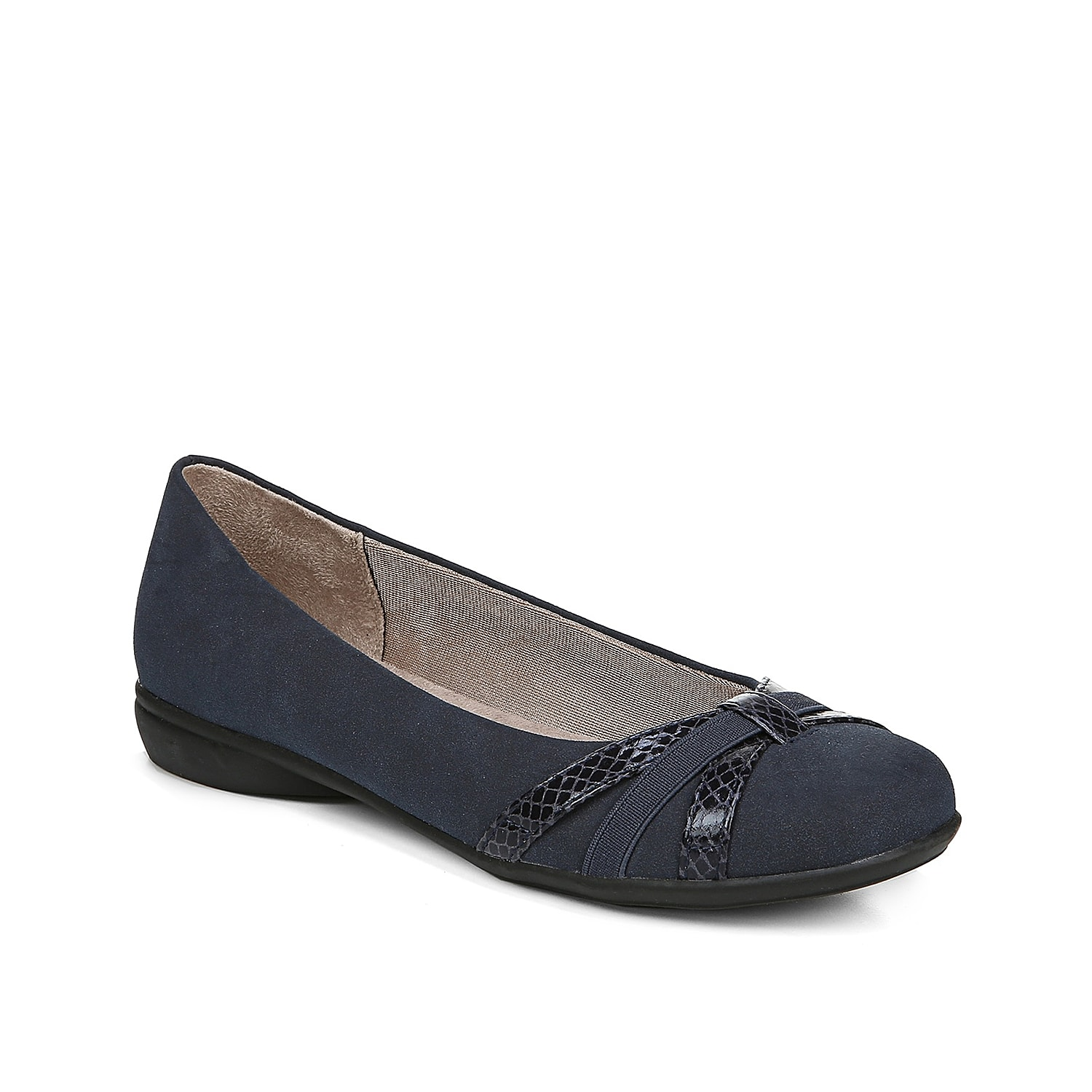 The Abigail flat from LifeStride will be the perfect addition to your work or weekend attire. These slip-ons feature a classic silhouette and crisscross straps for extra enticement.