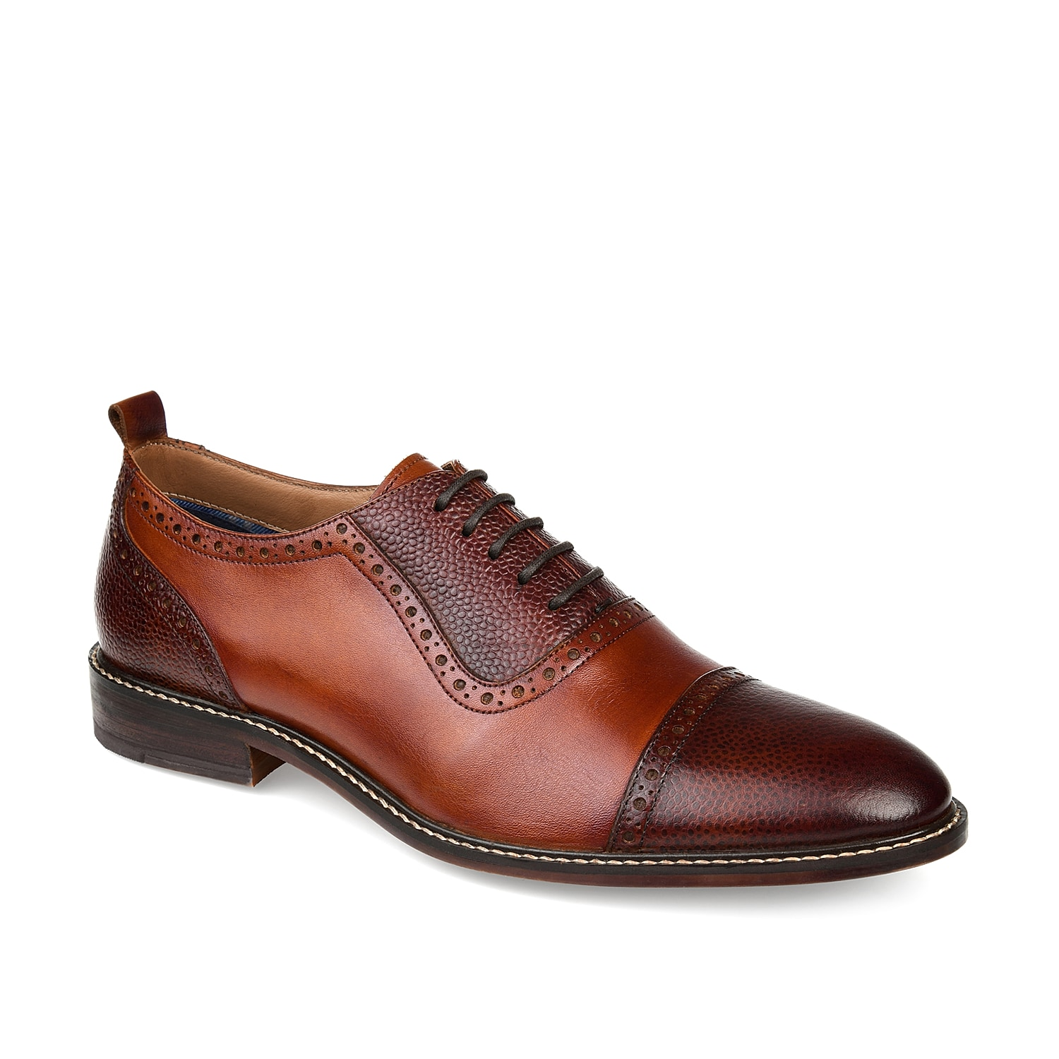 Keep your tailored style in check with the Lincoln oxfords from Thomas & Vine. These leather lace-ups feature classic cap toe styling and brogue detailing to bring the best of both worlds to your wardrobe.