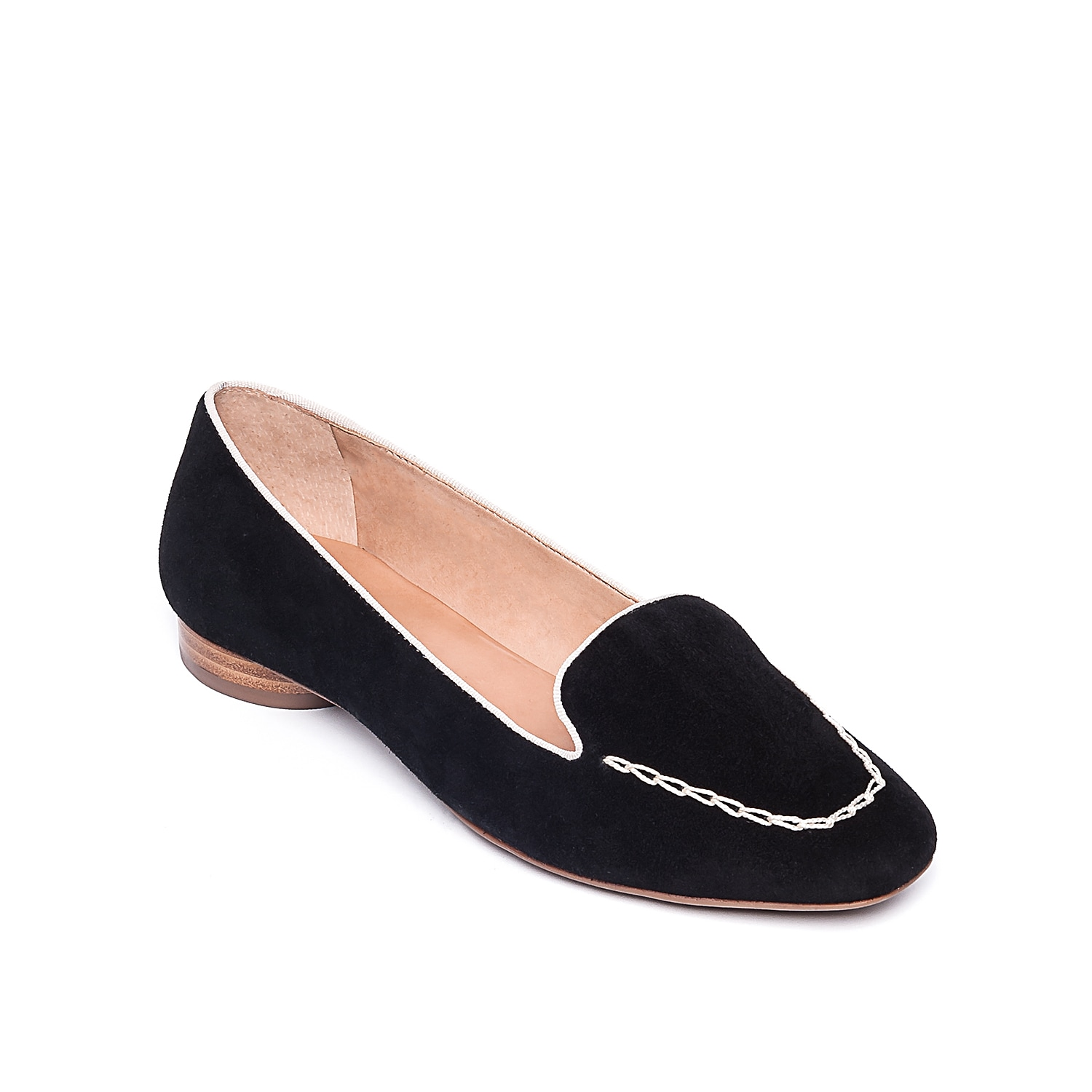 Give your ensemble trendsetting style with the Edyth loafer from Bernardo. This smoking slipper features a square toe and cylindrical heel that will make heads turn!