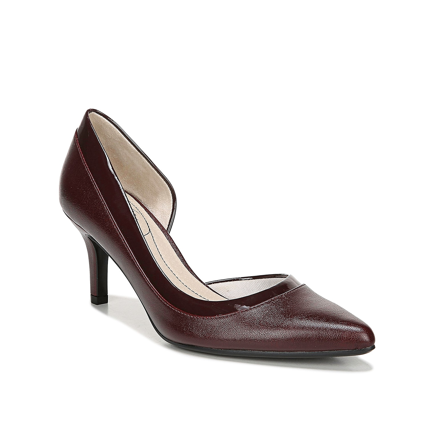 Refresh your sophisticated style with the Swann pump from LifeStride. A two-toned upper flaunts modern D\\\'Orsay styling for some added drama.
