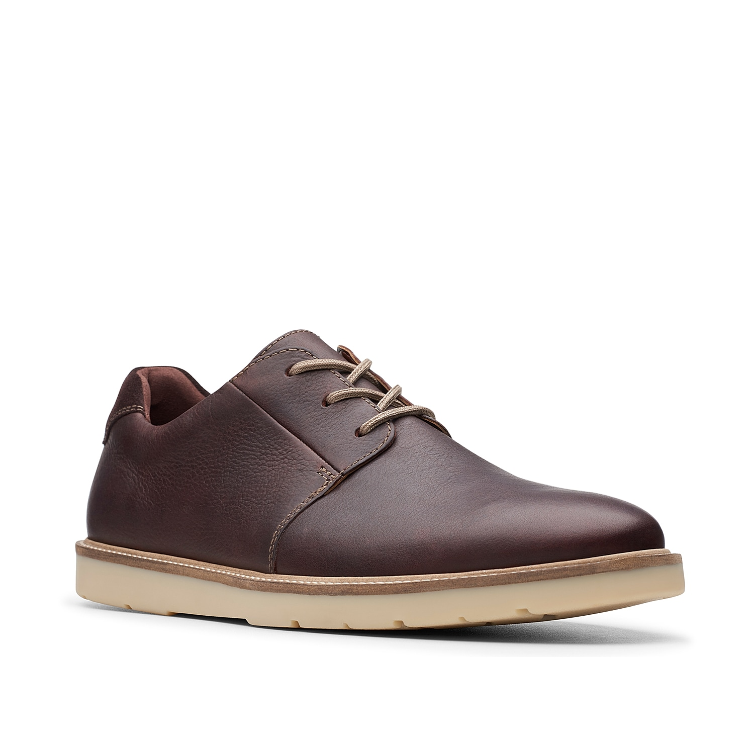 Streamline your look with the Grandin oxford from Clarks. These leather lace-ups feature full-length cushioning for daylong ease and will match with anything from a suit to a pair of dark wash jeans.