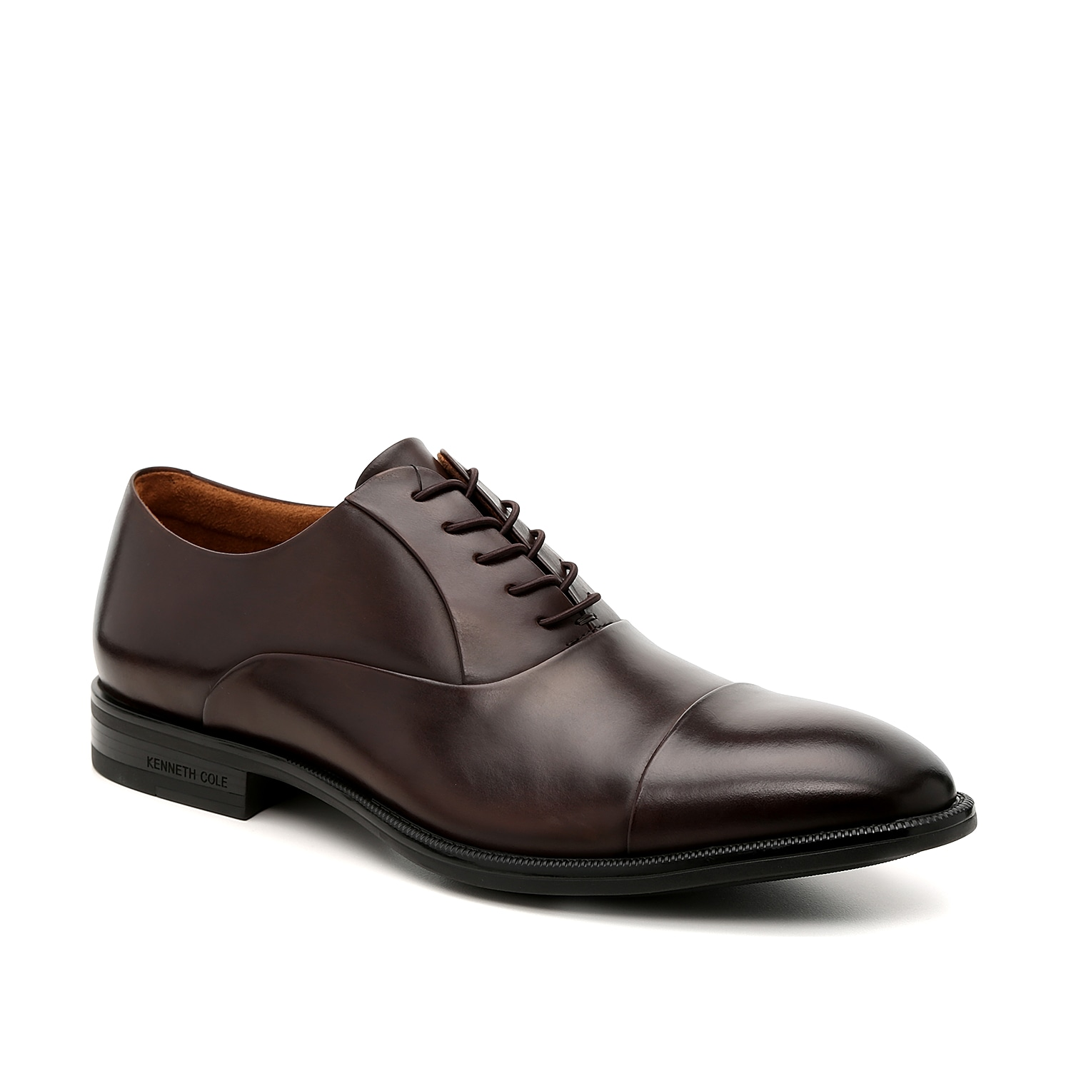 Refresh your dress shoe collection with the Futurepod oxfords from Kenneth Cole New York. These lace-ups feature a sleek leather upper and are emphasized with a raised cap toe for added texture.