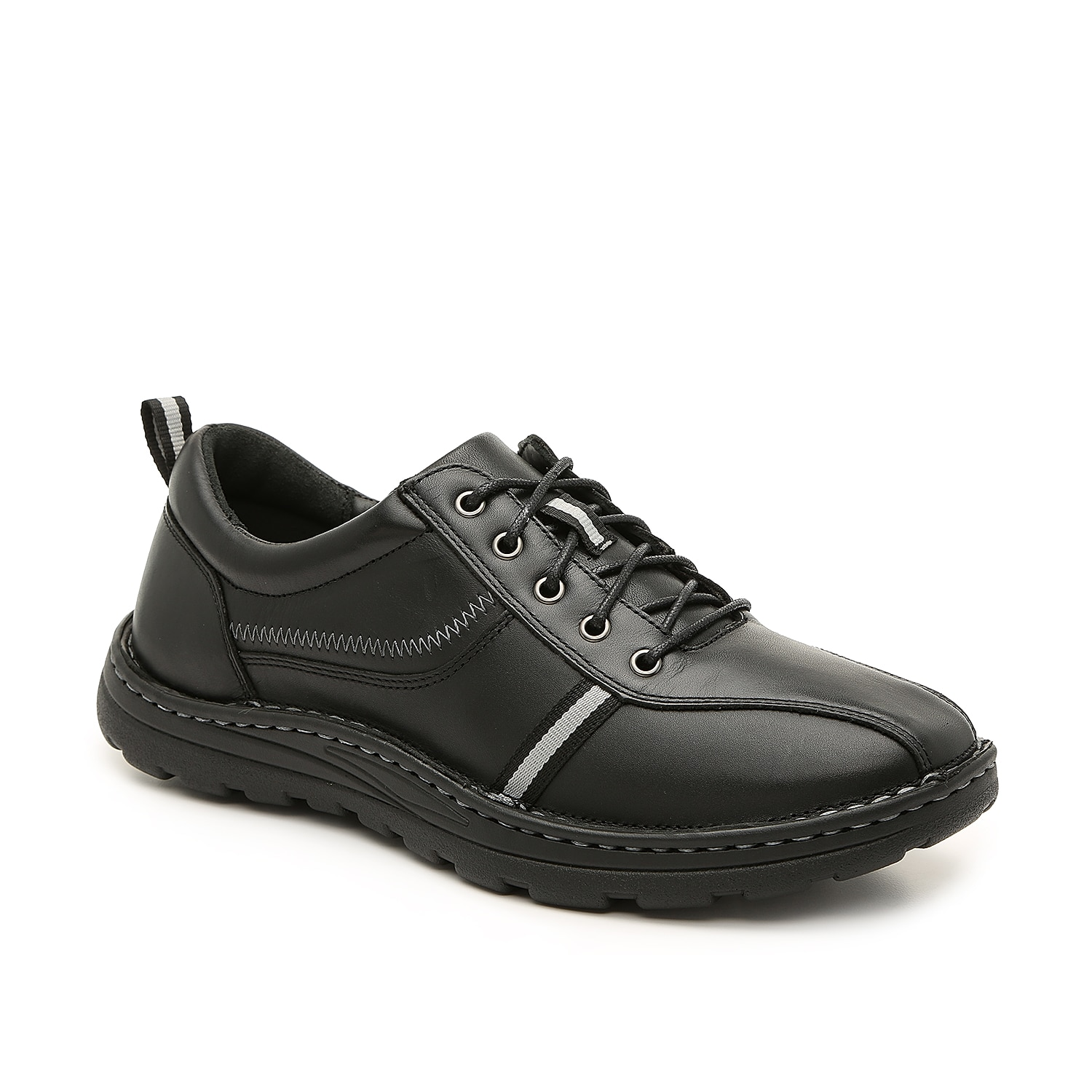 The Hogan oxford from Drew will step up your casual shoe collection. The leather upper, lace-up styling, and contoured cushioned insole will easily pair with your rotating wardrobe.