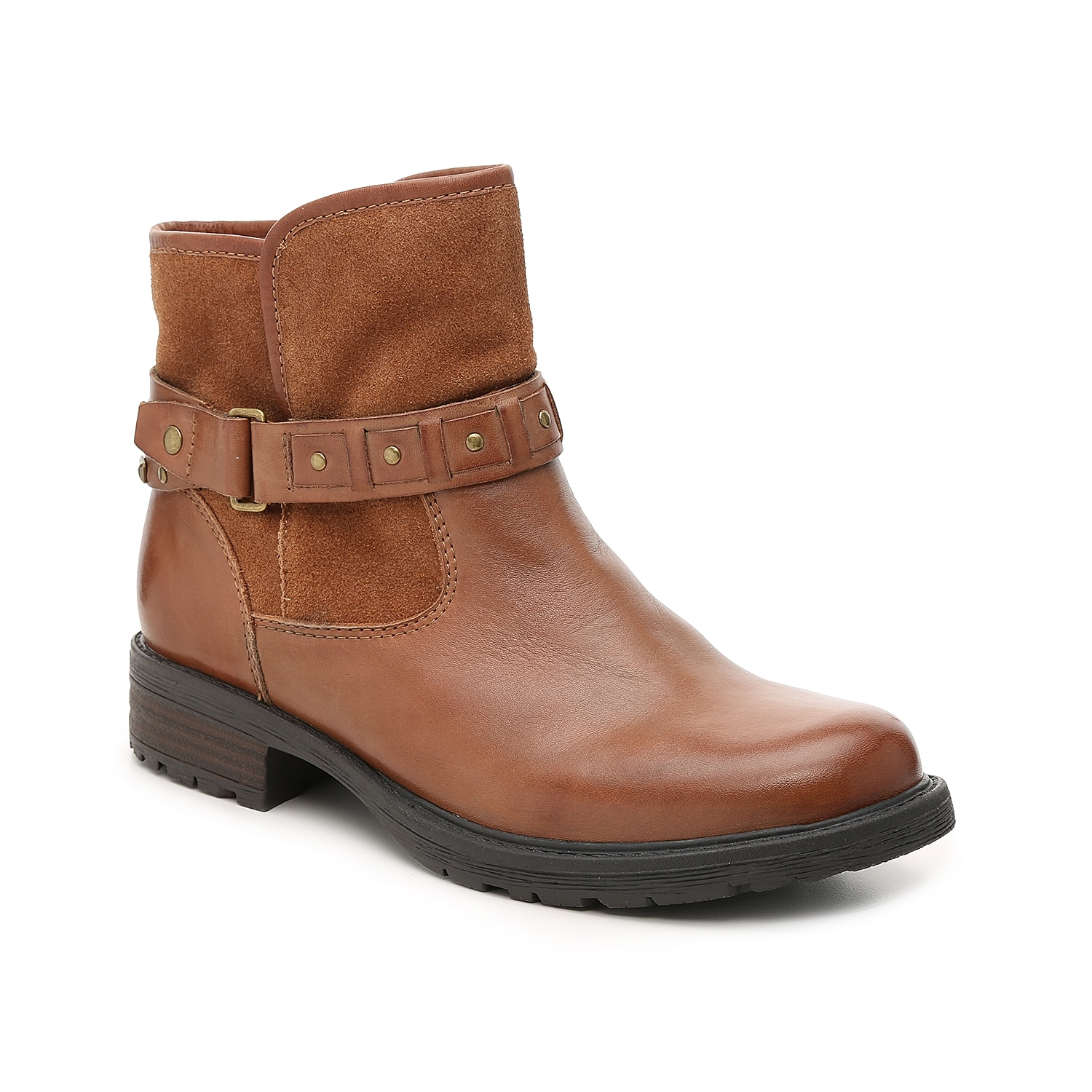 Cozy, comfortable, and stylish: the Artistic Onyx bootie from Earth has it all. A faux sherpa lining and energizingPowerpath® footbed keeps you feeling your best while the studded harness strap adds a touch of edge to this ankle boot.Click here for Boot Measuring Guide.