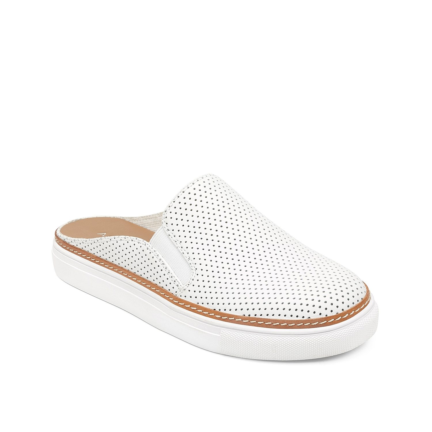 Casual style comes easy with the Niagara slip-on sneaker from Aerosoles. This backless pair features a perforated leather upper and a Core Comfort footbed for cushioned steps!