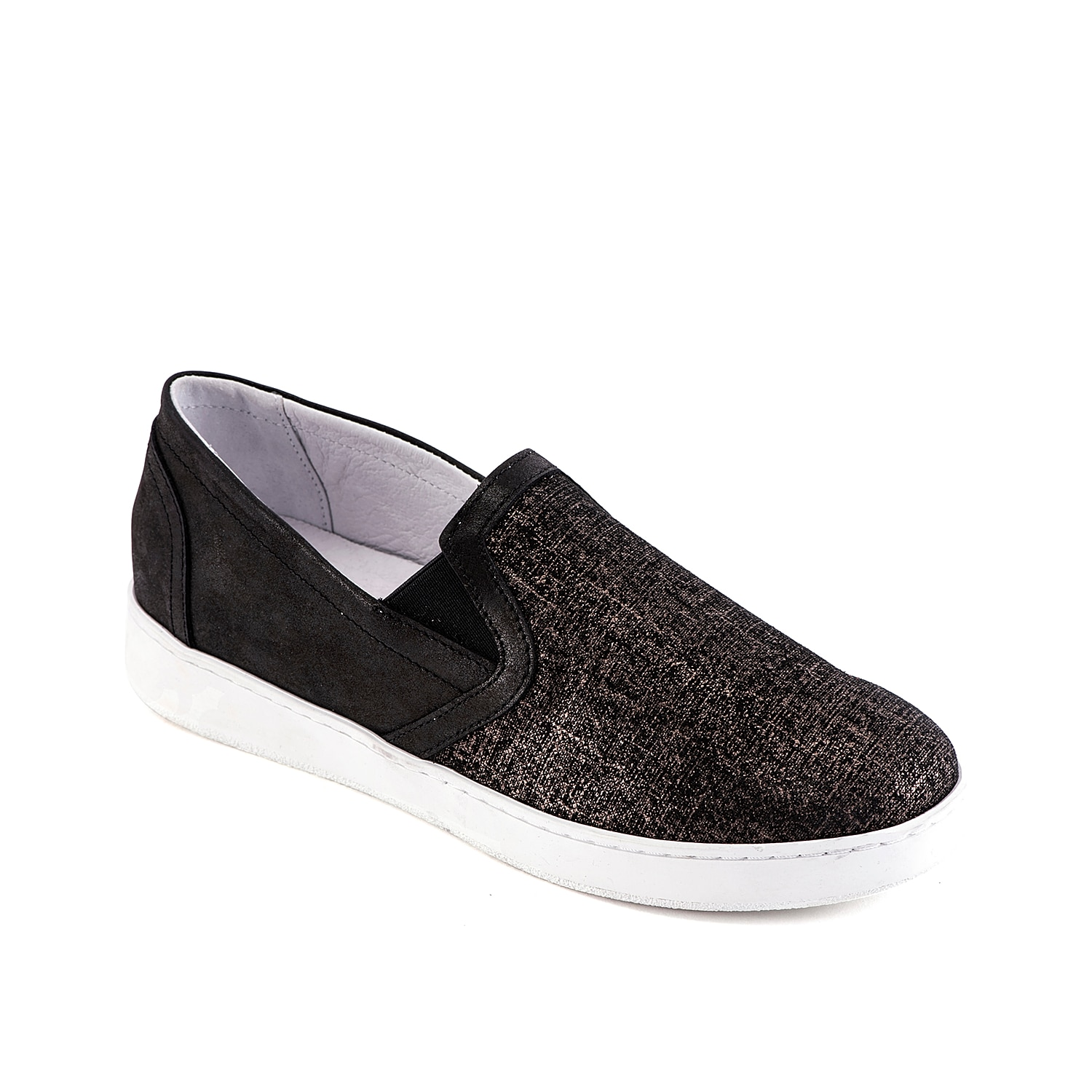 Add subtle sparkle to casual looks with the Vavy slip-on sneaker from David Tate. A leather lining and cushioned footbed will keep you comfortable all day long!