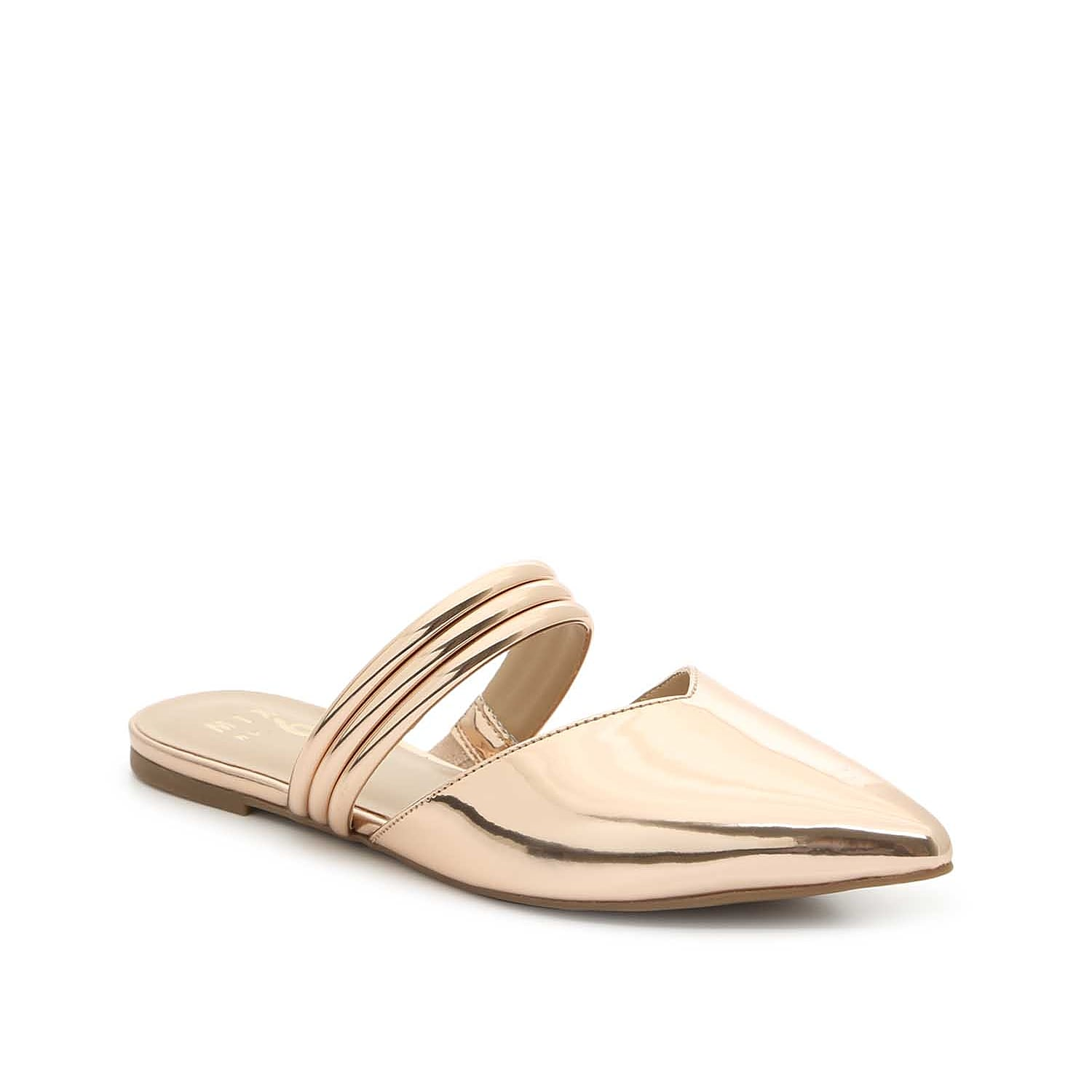 Slide into trendy appeal with the Izabela mule from Mix No. 6. With a sweetheart topline and rolled straps, this slip-on will streamline tailored looks.