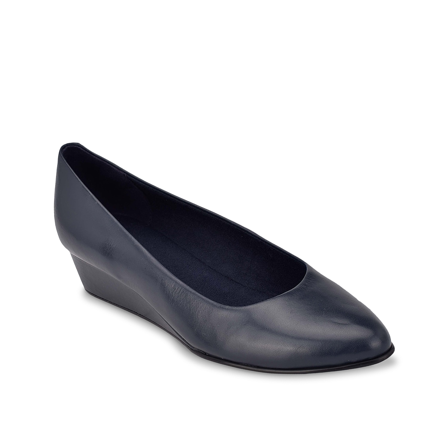 Boosted up by an ever-so-slight wedge for just a little extra lift, the Abelle pumps from Easy Spirit feature a flexible and durable outsole for walking comfort. Ultra-light materials keep this pair effortless.