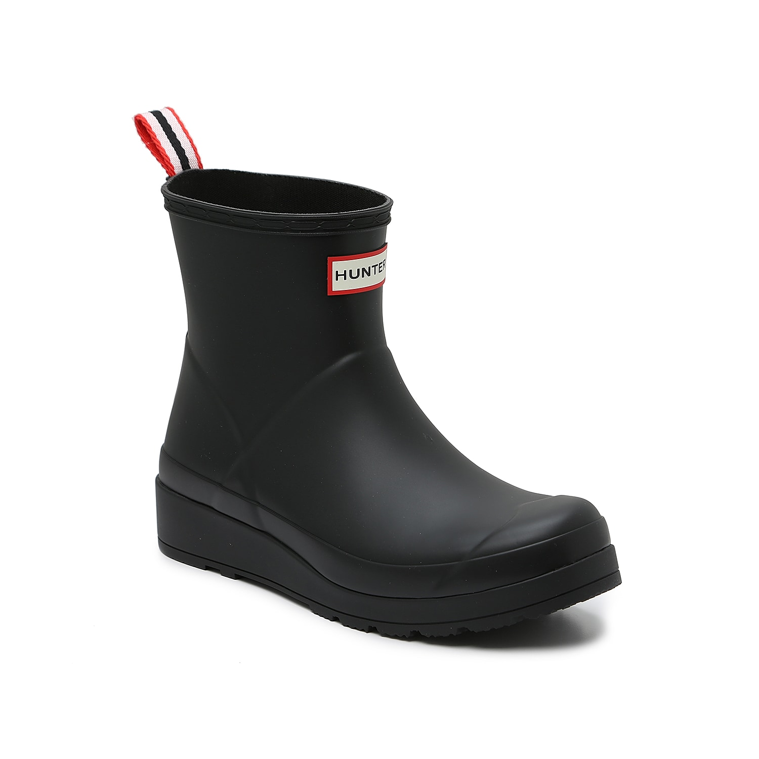Simplifying the iconic Hunter design, the Original Play Short rain boot hits at the top of the ankle for stylish height that complements street fashion. A flatter sole provides maximum comfort and versatility.