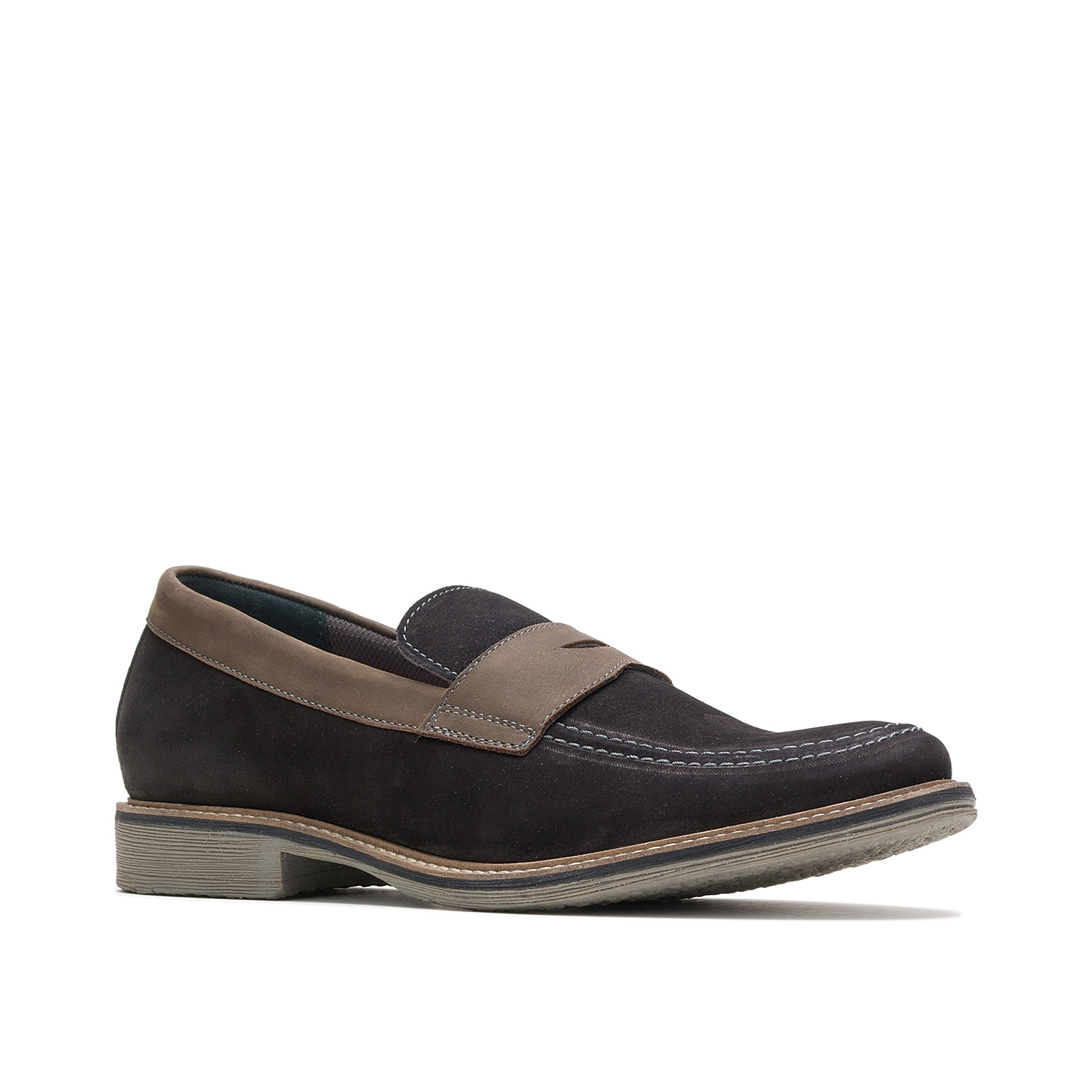 Freshen up tailored looks with the Giles penny loafer from Hush Puppies. With a contrasting midsole and colorblock styling, this leather pair will complement all your slacks or jeans.