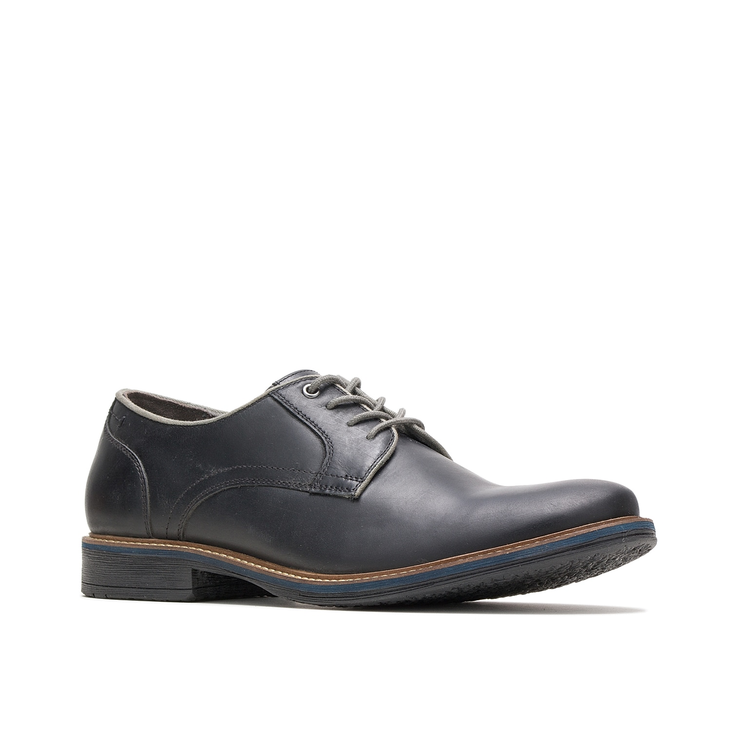The Giles oxford from Hush Puppies features a contrasting midsole to add a modern pop of style to any outfit. A plush footbed keeps every step cushioned.