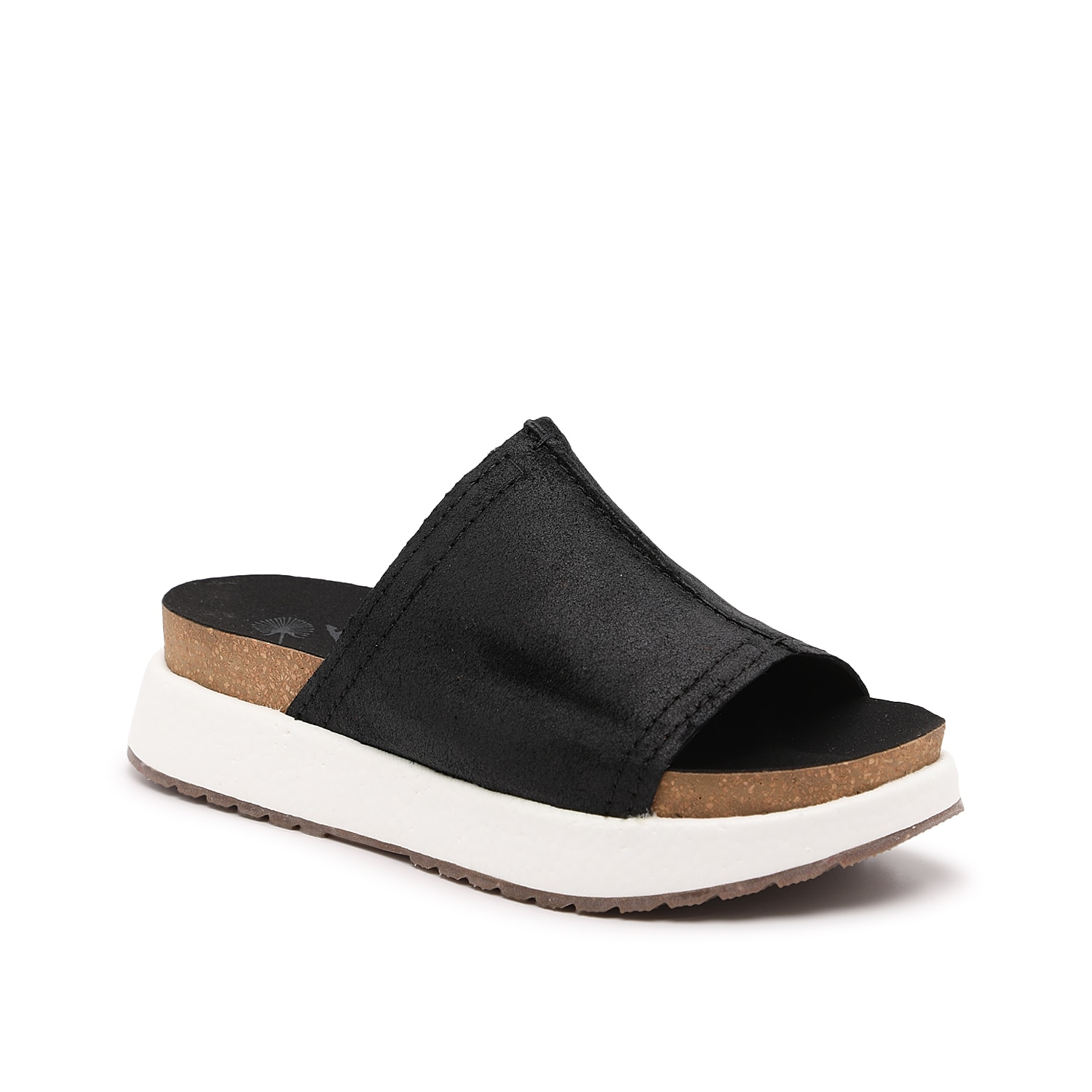 Slip on easygoing comfort with the Wayside slides from Otbt. The Step Lite cushioned footbed feels soft underfoot and the split foam midsole provides springy energy return. A single banded upper makes the fit a breeze.