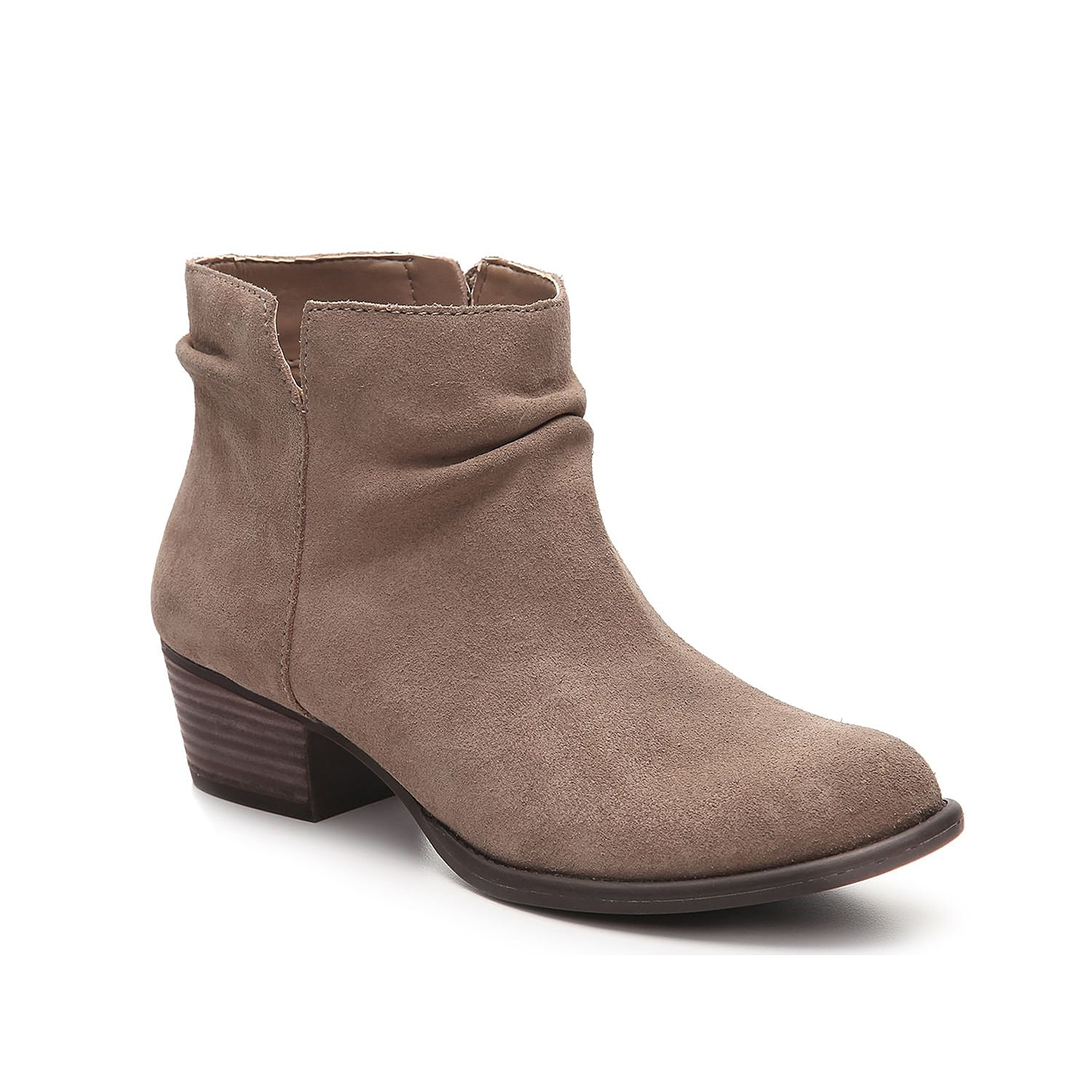 Jump start your wardrobe with the Jessica Simpson Dalisa booties. With a relaxed slouchy silhouette and a block heel, these suede ankle boots look great with jeans or patterned tights.